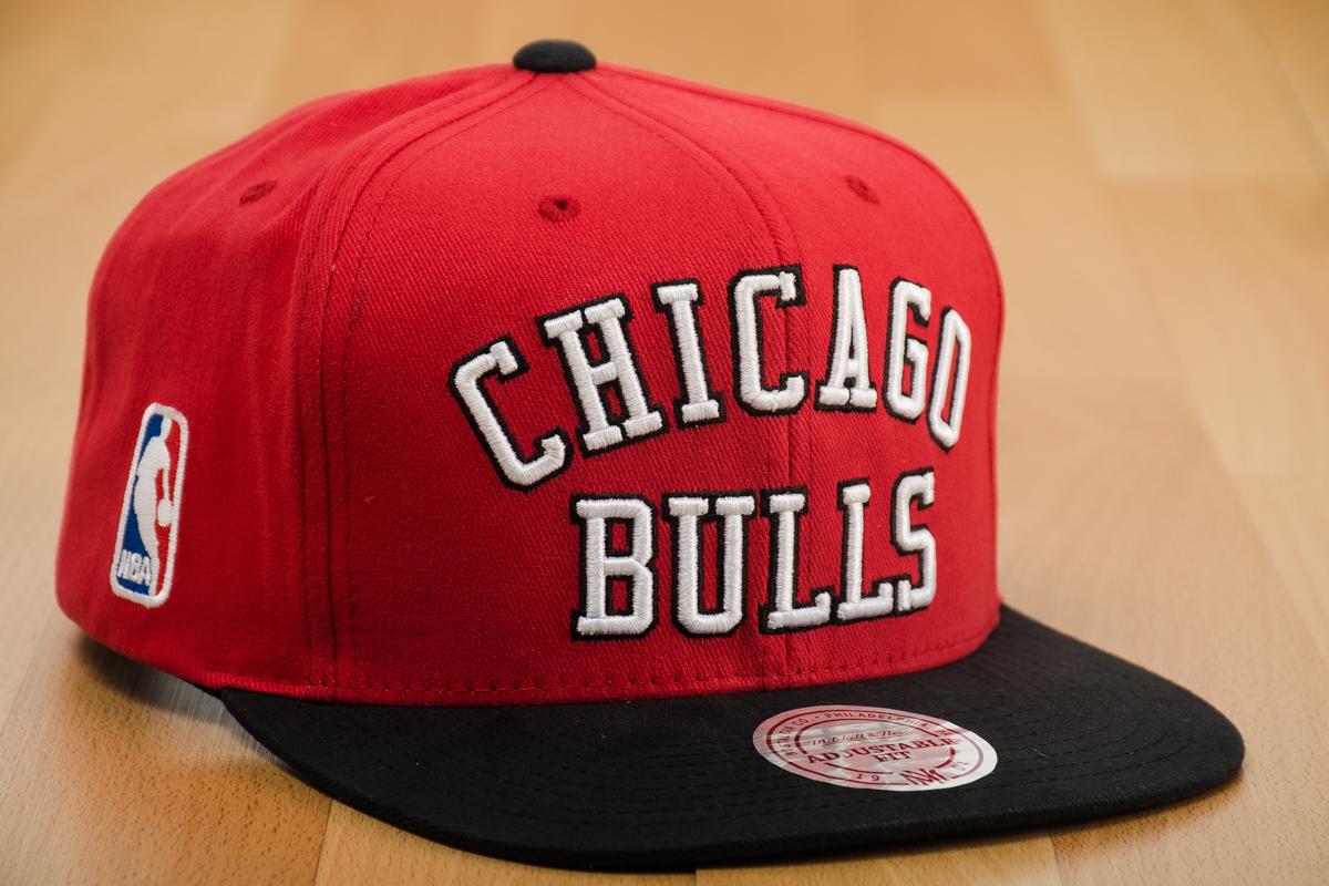 4eccb8816 Mitchell & Ness NBA Chicago Bulls Wordmark Jersey Hook Snapback Cap ...